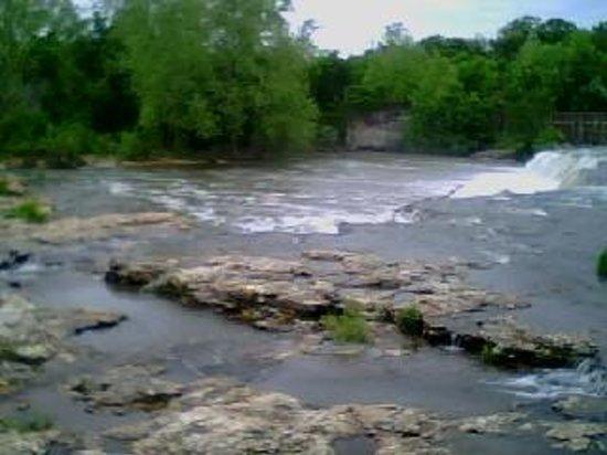 Grand Falls : Serene