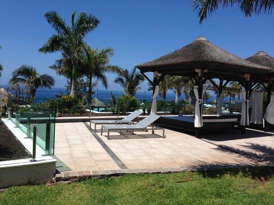 Gran Meliá Palacio de Isora Resort & Spa: Bali-Bed at adult only pool.