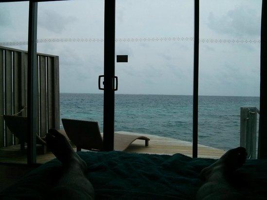 Centara Ras Fushi Resort & Spa Maldives : Vistas desde Overwatervilla