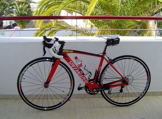 Revolution Bikes : Super bike rented for 2 days.