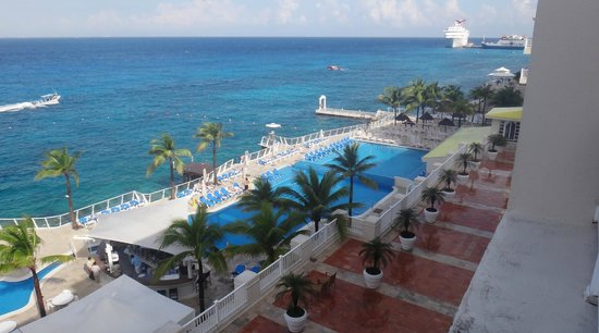 Cozumel Palace: Pool view from balcony