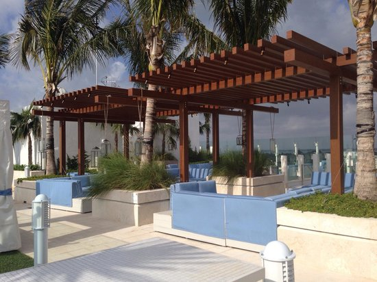 Grand Beach Hotel Surfside : comfortable sitting at the roof