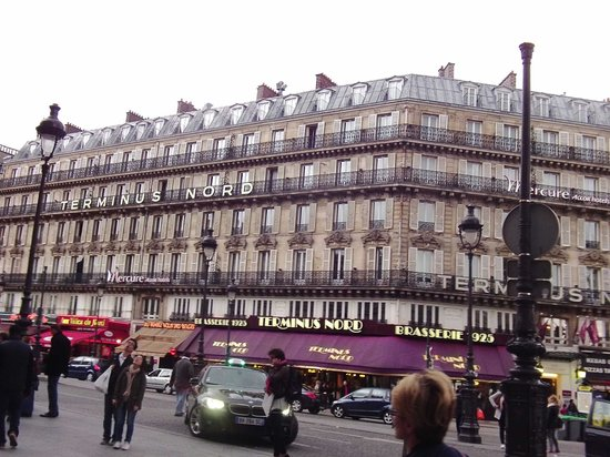 Mercure Paris Terminus Nord: Hotel view from the station