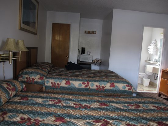 Klamath Motor Lodge: the bedroom