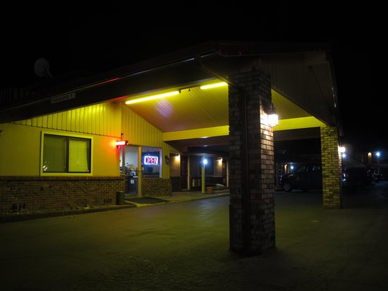 Klamath Motor Lodge: the office