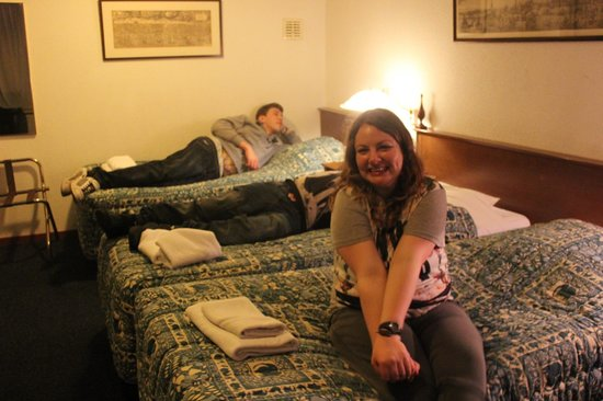 Hotel Prins Hendrik: Bedroom with 4 beds (it is far more spacious than this pic looks)