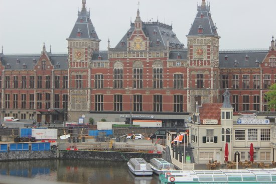 Hotel Prins Hendrik: View of the Centraal station from bedroom window