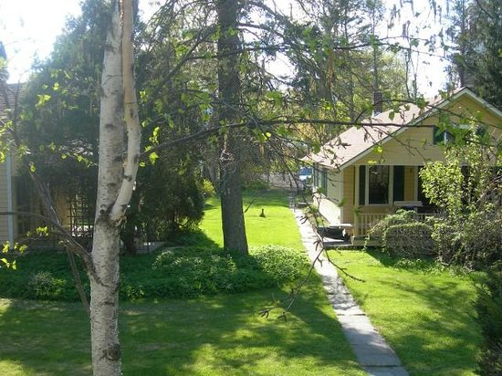 VanWinkle Inn: The front of Beth's cottage
