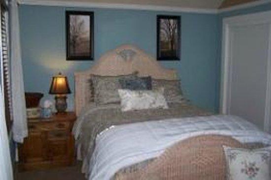 VanWinkle Inn: The master room in Beth's cottage