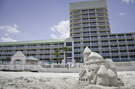 Daytona Beach Resort and Conference Center: Exterior of hotel from the beach