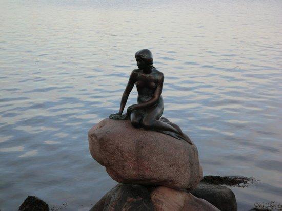 The Little Mermaid (Den Lille Havfrue): 人魚姫の像