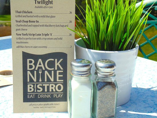 Back Nine Bistro: Outdoor table toppers