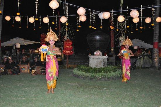 INTERCONTINENTAL Bali Resort : Тематические вечера в отеле.