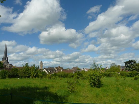 Le Clos- Relais et Châteaux : Verneuil-sur-Avre, vu de l'abbaye.