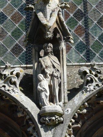 Le Clos - Relais et Châteaux : Eglise Notre-Dame, détail d'un portique.