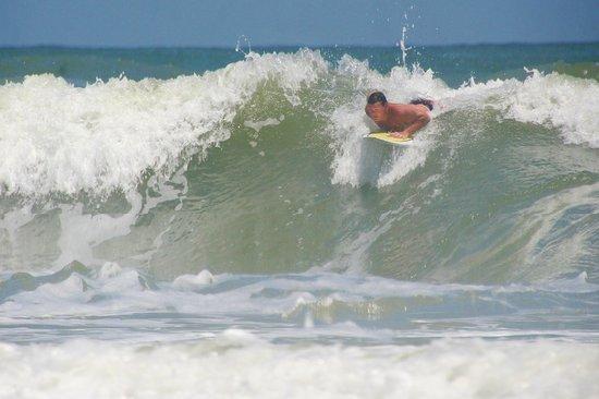 Daytona Beach Resort and Conference Center: Surfing