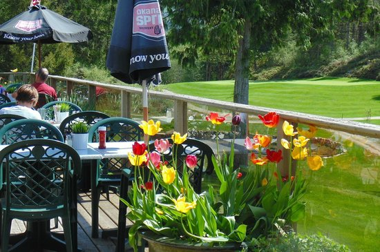 Back Nine Bistro: Beautiful sun-drenched patio overlooking the golf course