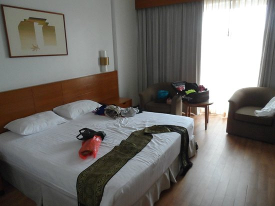 The Royal Paradise Hotel & Spa: The spacious room