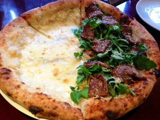 Pizza 4P's: Five cheese and Beef Soy Garlic Pizza