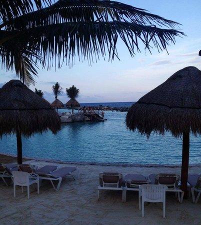 Hard Rock Hotel Riviera Maya: Pool at dusk
