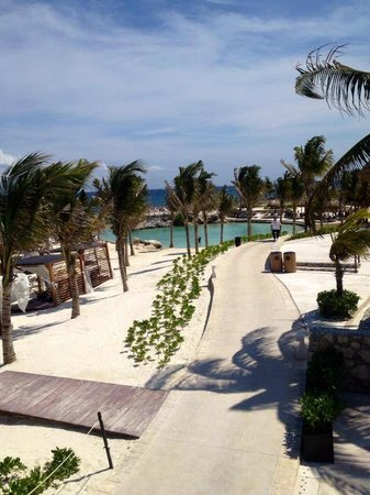 Hard Rock Hotel Riviera Maya: beautiful paths a long the beaches