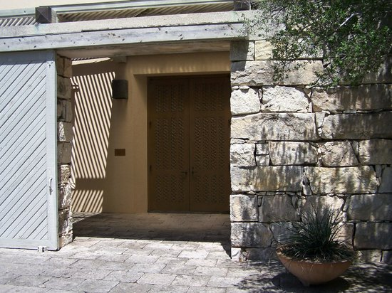 The Museum of Western Art: Museum entrance
