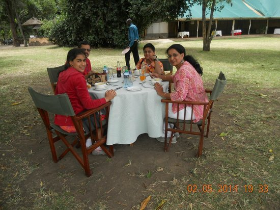 Governor's Camp: Breakfast and lunch area