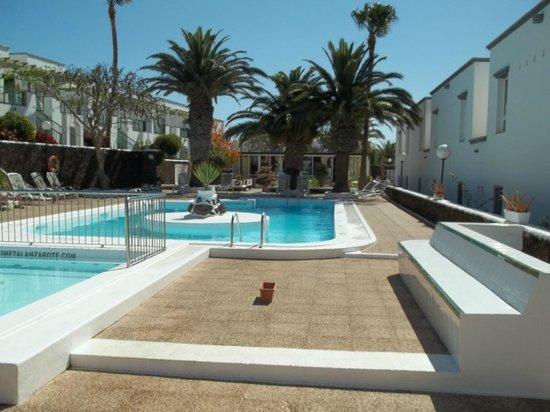 Apartamentos Guacimeta Lanzarote: Pool side