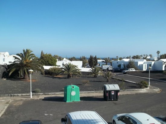 Apartamentos Guacimeta Lanzarote: View from our balcony