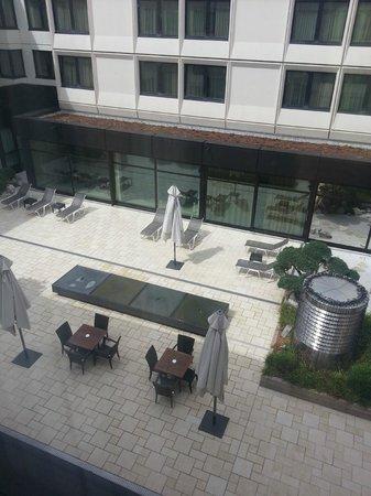 Ramada Nuernberg Parkhotel: внутренний двор