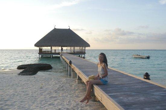 Constance Moofushi: yoga villa