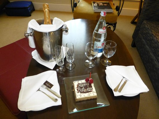 Corinthia Hotel Lisbon: Free birthday cake and bubbly