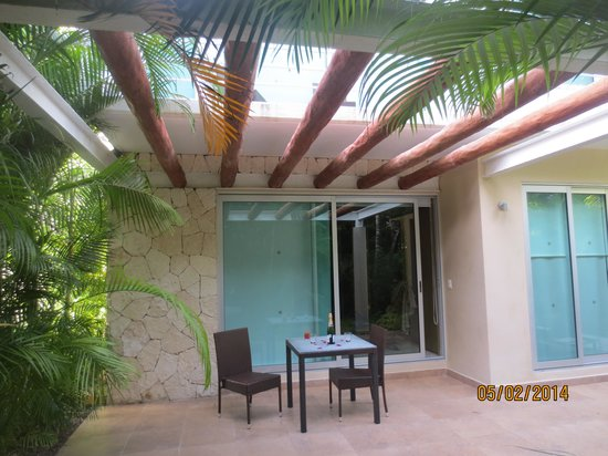 Luxury Bahia Principe Sian Ka'an: Champaign by the hot tub