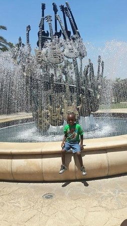 Hard Rock Hotel at Universal Orlando: Outside fountain (so cool)