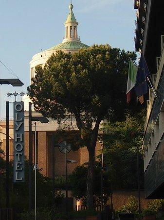Oly Hotel: l'église San Paolo depuis l'hôtel