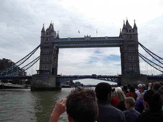 Puente Tower Bridge: From the river