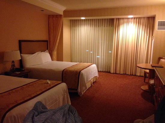 Gold Coast Hotel and Casino: Hotel room in Gold Coast Hotel