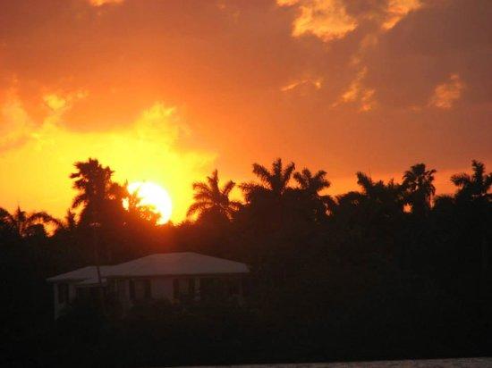Marine Villas : Sunset across the Intercoastal