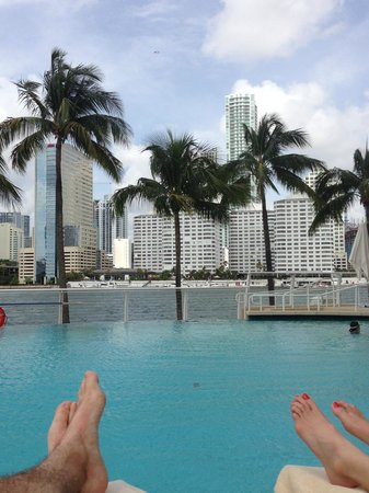 Mandarin Oriental, Miami: Drinks from the pool