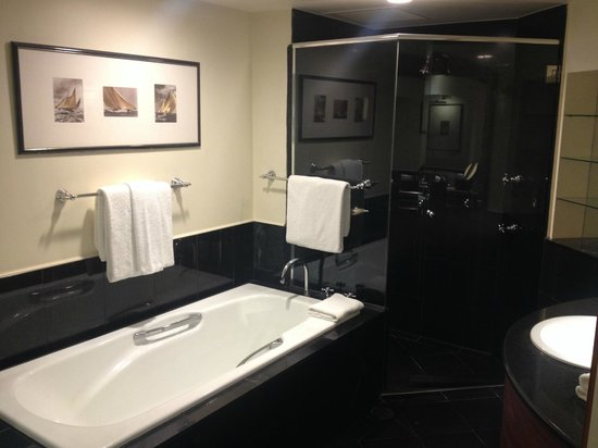 Sheraton on the Park, Sydney: Corner Room - Bathroom - LARGE