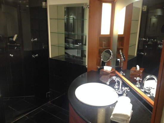 Sheraton on the Park, Sydney: Corner Room - Bathroom