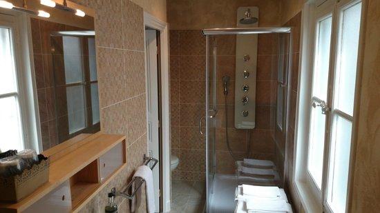 Les Perce-Neige : Salle de bains chambre 20