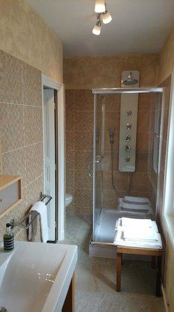 Les Perce-Neige : Salle de bains de la chambre 20
