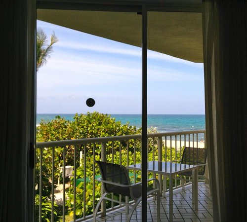 Four Seasons Resort, Palm Beach: Our balcony...Room 165