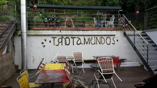 Trotamundos baden : Dachterrasse im Frühling.