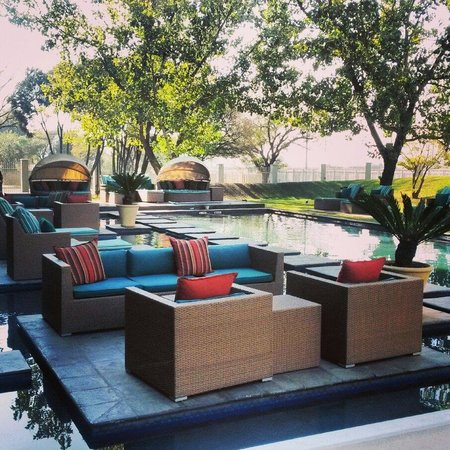 Protea Hotel by Marriott O.R. Tambo Airport: Piscina