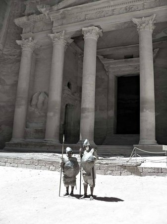 The Golden Triangle Travel Private Day Tours: Al Kazneh aka treasury this is what you will see first when exiting the siq