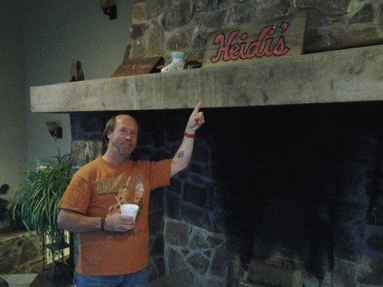 Heidi's Inn: lobby
