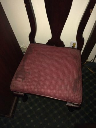 Mission Valley Resort : dirty furniture