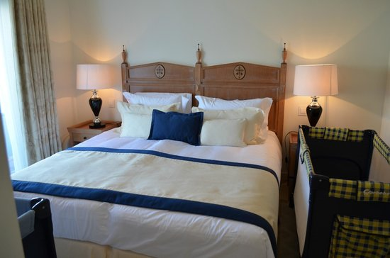 Vila Vita Parc Resort & Spa: This is the second bedroom in our Villa..flawless!!!
